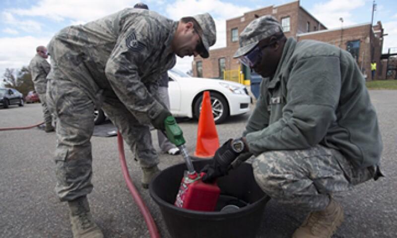 La gasolina ha escaseado en NY luego del paso de la tormenta por la costa este de Estados Unidos. (Foto: Reuters)