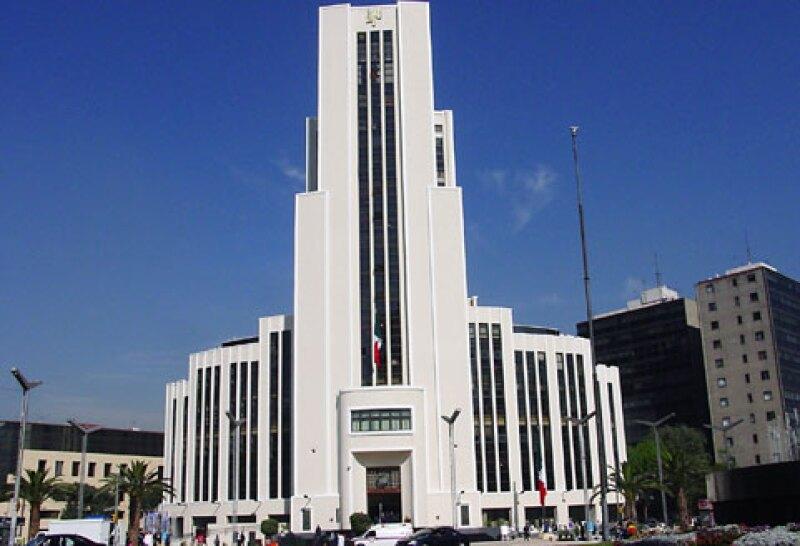 La restauración de la fachada original del edificio de la Lotería Nacional implicó el descubrimiento de los detalles originales y la eliminación de los elementos ajenos añadidos a lo largo del tiempo.  (Foto: Notimex)