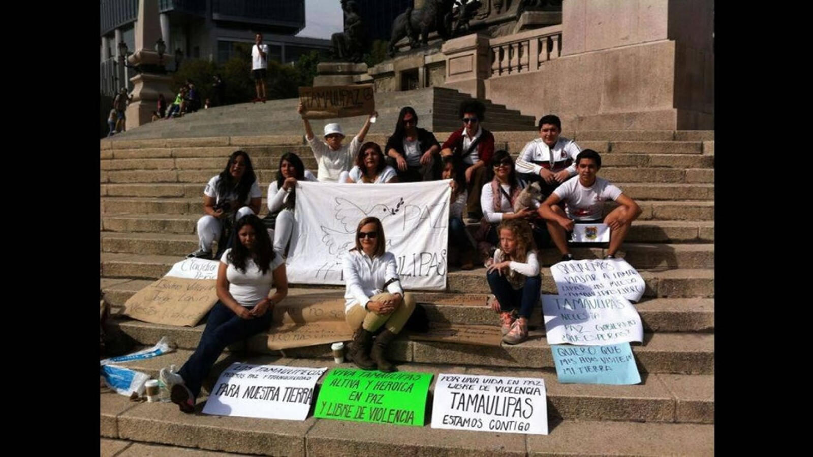 Simultáneamente, tamaulipecos que residen en el Distrito Federal apoyaron la manifestación