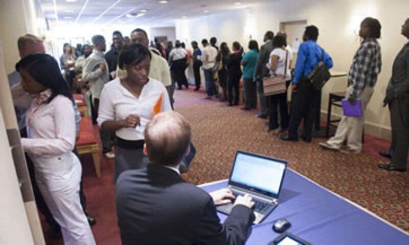 La tasa de desempleo permaneció en 7.6% debido a que más personas entraron a la fuerza laboral. (Foto: AP)