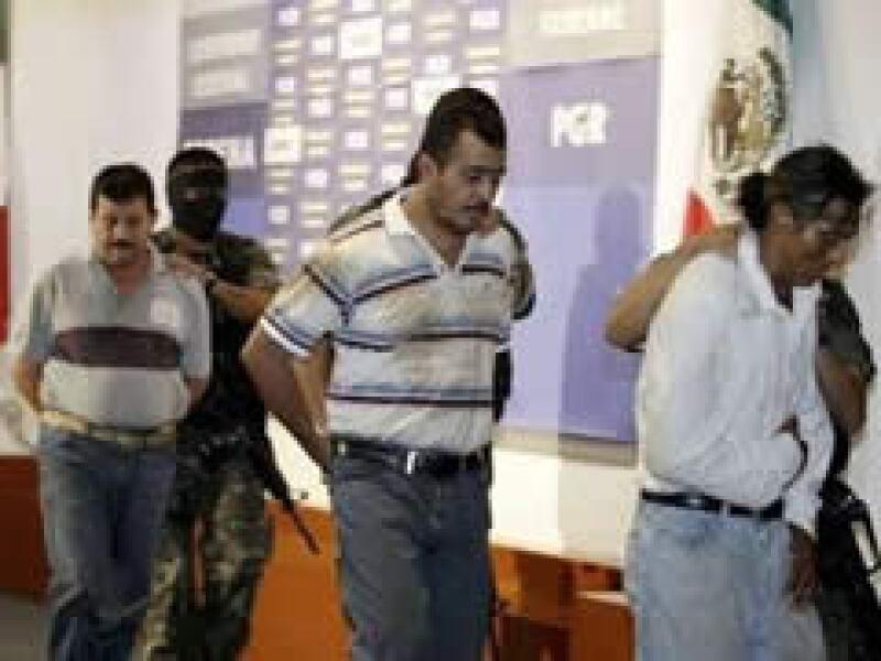 Elementos del Ejército detuvieron en Guerrero a Rubén Granados Vargas (centro). (Foto: Reuters)