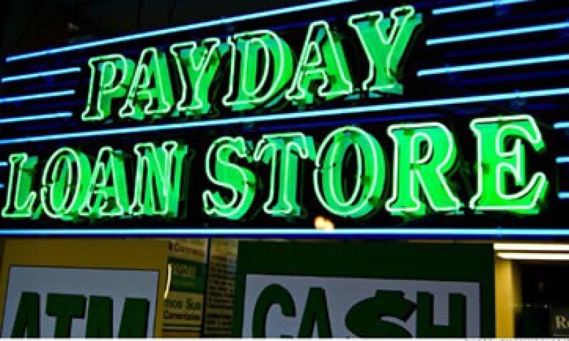 Las familias de medianos y bajos ingresos terminan perdiendo ante las excesivas tasas. (Foto: Getty Images)