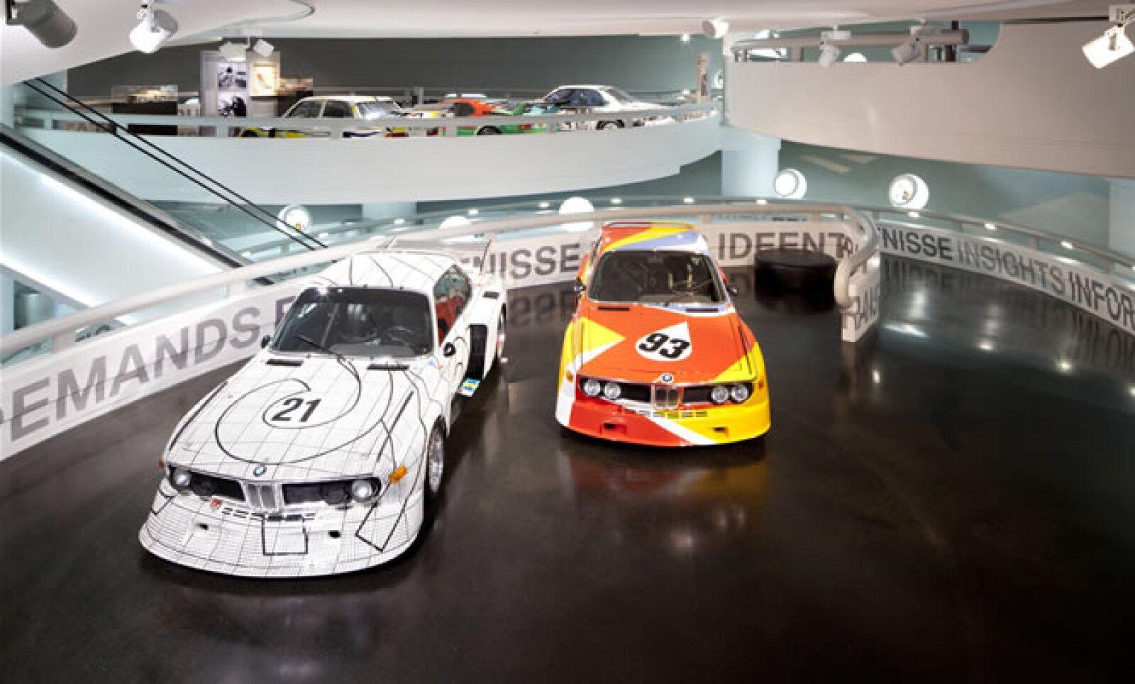 En respuesta a su iniciativa, el estadounidense Alexander Calder pintó sobre el auto de carreras BMW 3.0. CSL.