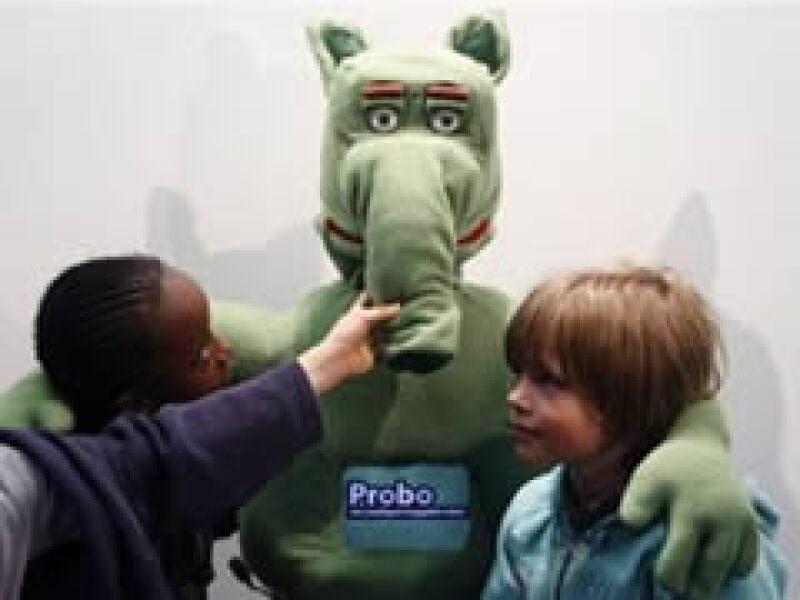 Probo busca aliviar la ansiedad de los niños que se enfrentan a operaciones. (Foto: Reuters)