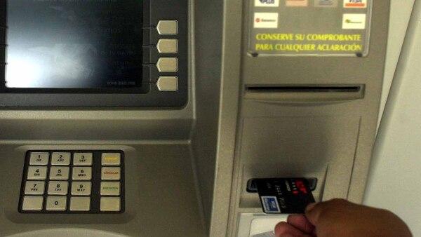 BanRegio se suma a una alianza realizada en marzo pasado en la que los usuarios pueden realizar operaciones sin comisiones por realizarlas en cajeros de otros bancos.