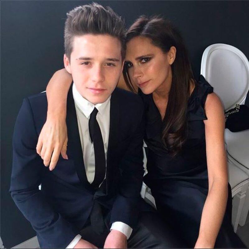 El hijo mayor de David y Victoria Beckham fue de los más emocionados por la boda del cantante y David Furnish, tanto que publicó varios momentos de la celebración.