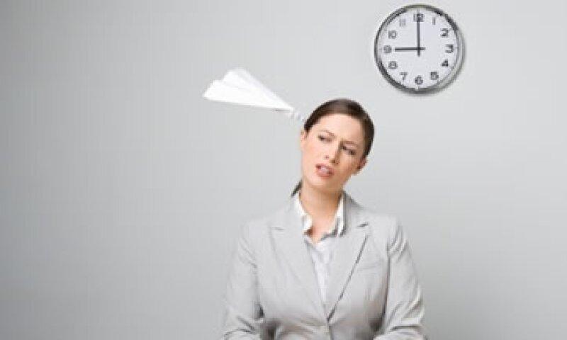 La distracción en el trabajo puede convertirse en un lastre cuando es recurrente. (Foto: Getty Images)