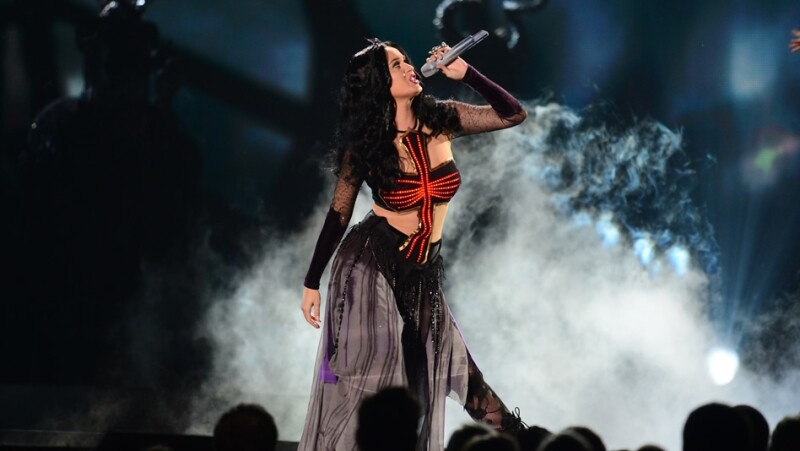 cantante katty perry en los grammy