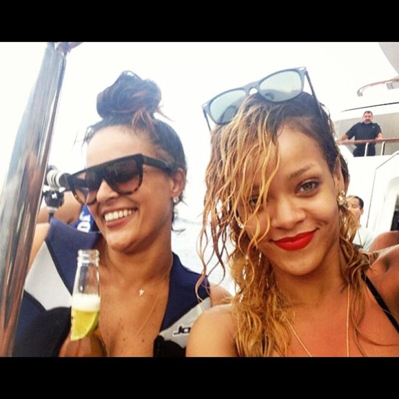 La cantante de pop y la modelo disfrutaron de unas costosas pero divertidas vacaciones por la Costa Azul.