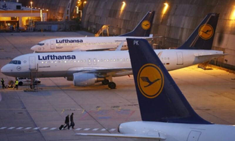 Lufthansa ha tenido que anular 1,000 vuelos de los 3,000 previstos para hoy por la huelga. (Foto: Reuters)