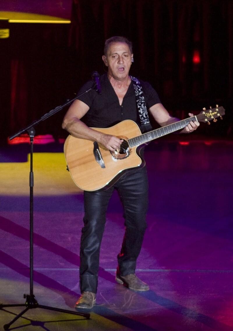 El cantautor venezolano se presentó ayer con mucho éxito en el escenario de Paseo de la Reforma. Varios famosos lo acompañaron.