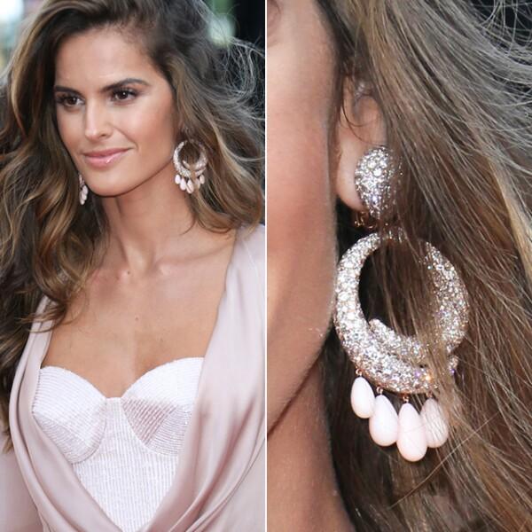 Para la premiere de `Julieta´, la top model Izabel Goulart optó por aretes de De Grisogono.