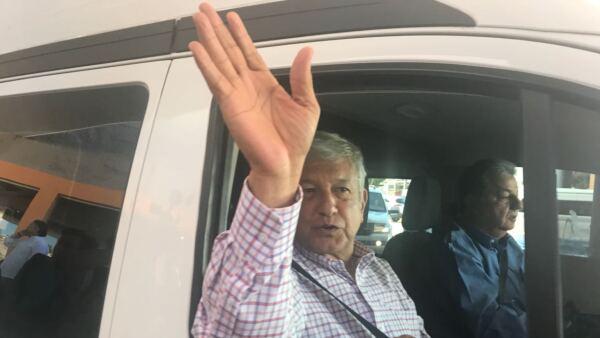 Andrés Manuel López Obrador  y Chomsky
