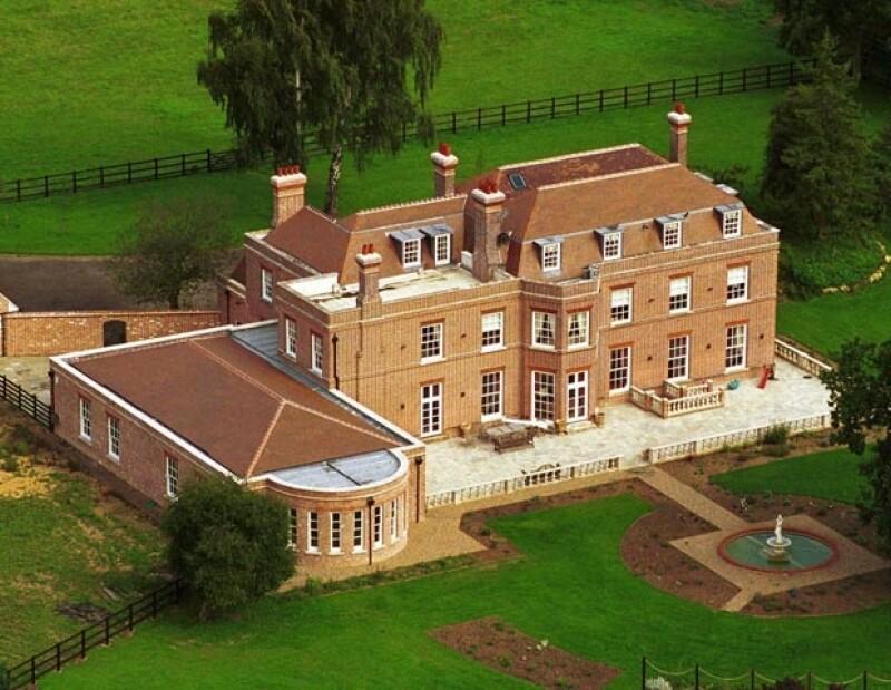 """La pareja decidió subastar muchas de sus pertenencias debido a que su nueva casa es mucho más pequeña que """"Beckingham Palace""""."""