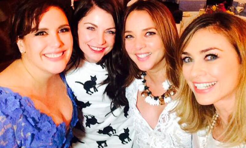 La actriz se reunió con sus amigas de la juventud, con quienes en los 90&#39s, protagonizó las exitosas telenovelas juveniles.