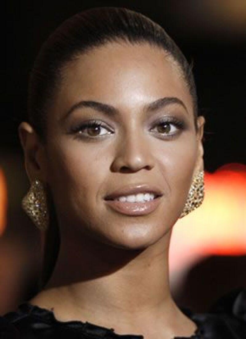 La cantante presentó un álbum doble, que refleja los dos lados de su personalidad.