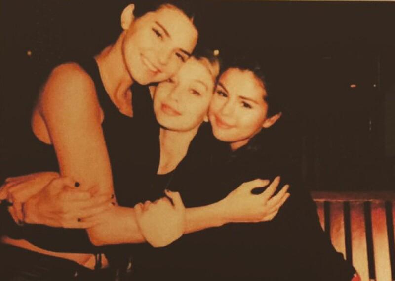 Selena publicó esta imagen en la que parece llevar una relación de `best friends´ con Kendall Jenner.