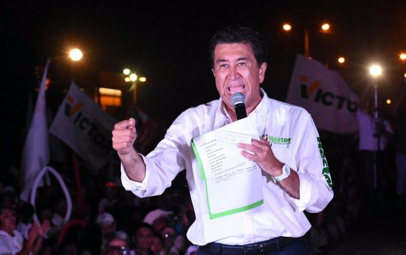 Héctor Yunes Landa señaló que el abanderado de Morena se reúne de manera continua con el gobernador Javier Duarte en la casa de gobierno.