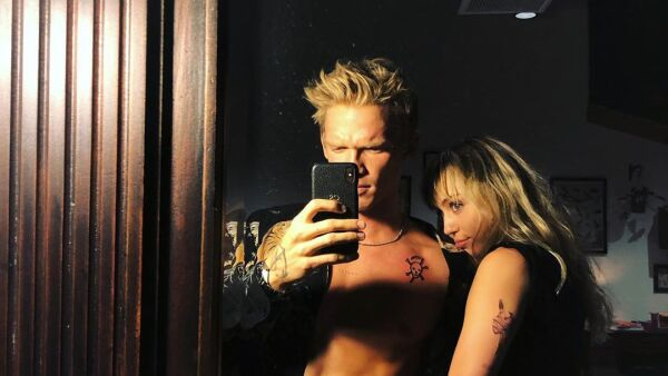 Cody Simpson y Miley Cirus