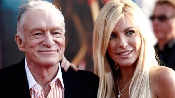 El fundador de la revista Playboy le entregó el anillo de compromiso a su novia Crystal Harris. Este sería el tercer matrimonio para Hefner.