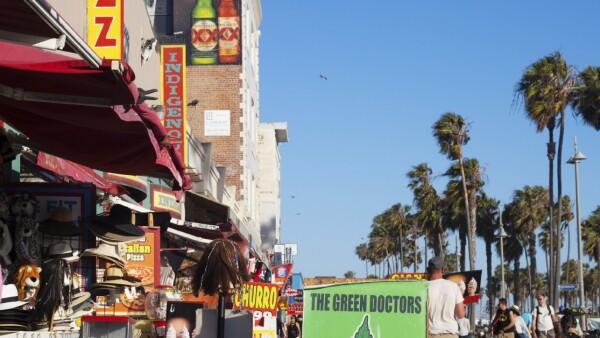 En California, Estados Unidos, la cannabis se distribuye, con fines médicos, a través de dispensarios autorizados.