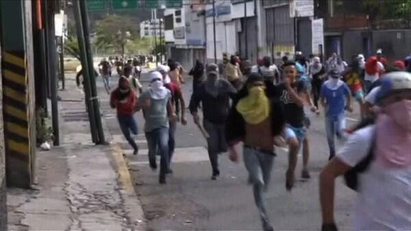 Policías antimotines se enfrentaron con manifestantes opositores en Caracas