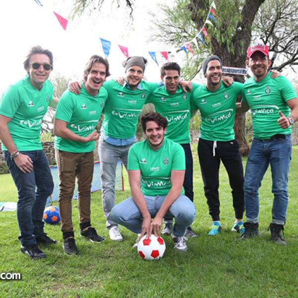 Mateo Gorina,Bobby Domínguez,Julio Vallado,Renato López,Alexis Meana,René Ortiz y Rodrigo Noriega