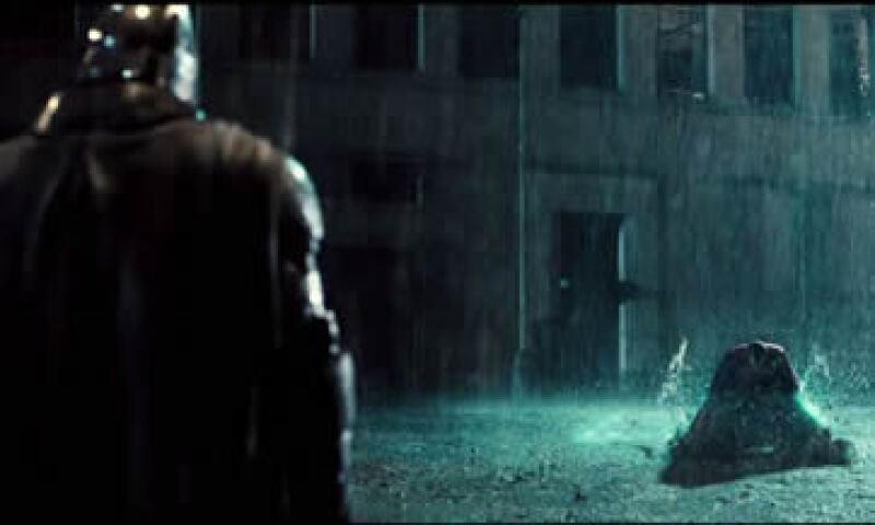 Batman es interpretado por Ben Affleck y Superman por Henry Cavill. (Foto: Tomada de batmanvsupermandawnofjustice.com )