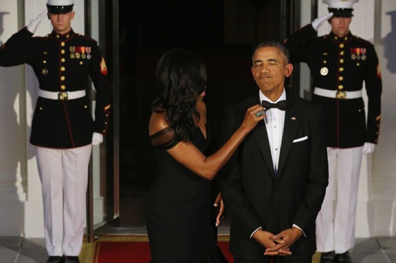 En la cena de gala para recibir a los mandatarios chinos, la esposa del presidente de Estados Unidos mostró lo mucho que cuida el look de su esposo.