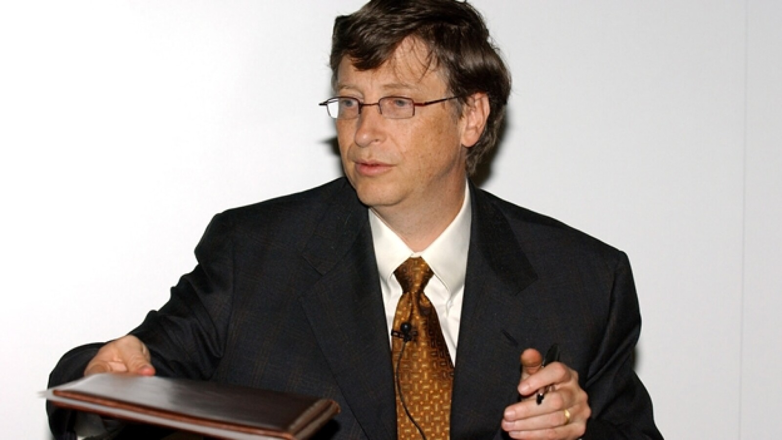 bill gates firma documentos