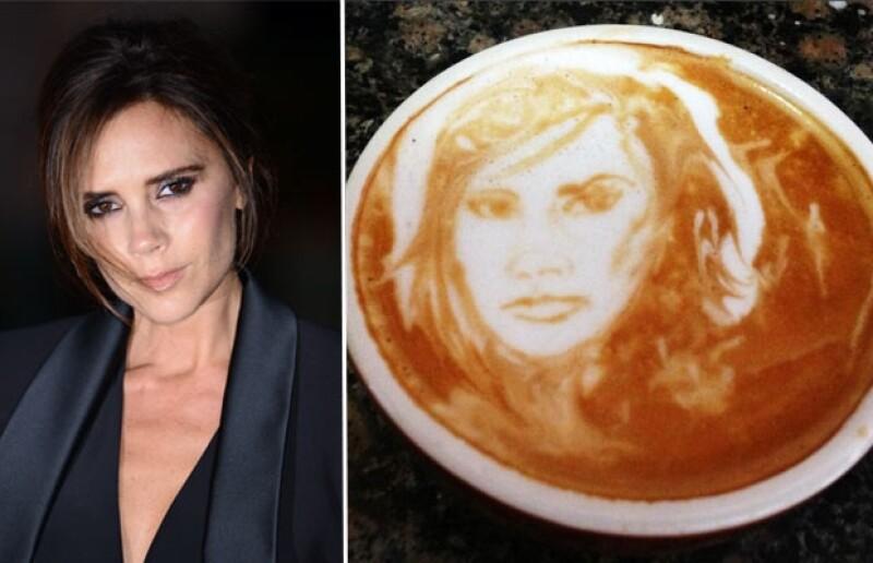 La diseñadora compartió la imagen de una taza de café con su rostro grabado, la cual es parte de una campaña para recaudar fondos contra el cáncer.