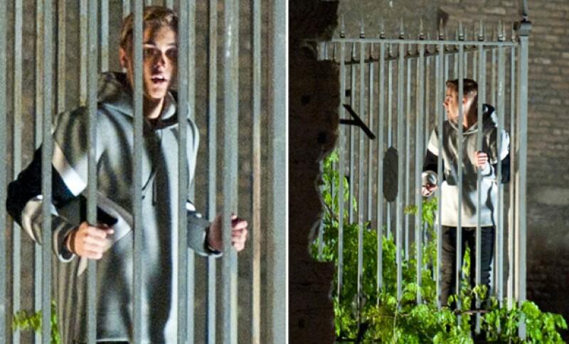El astro canadiense fue captado con un sweatshirt gris y jeans negros en el set de grabación de la cinta dirigida por Ben Stiller en Italia.
