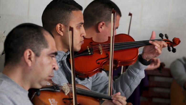 Presos del Centro de Readaptación Social 3 en Ciudad Juárez ensayaron una canción que le dedicarán al líder católico.
