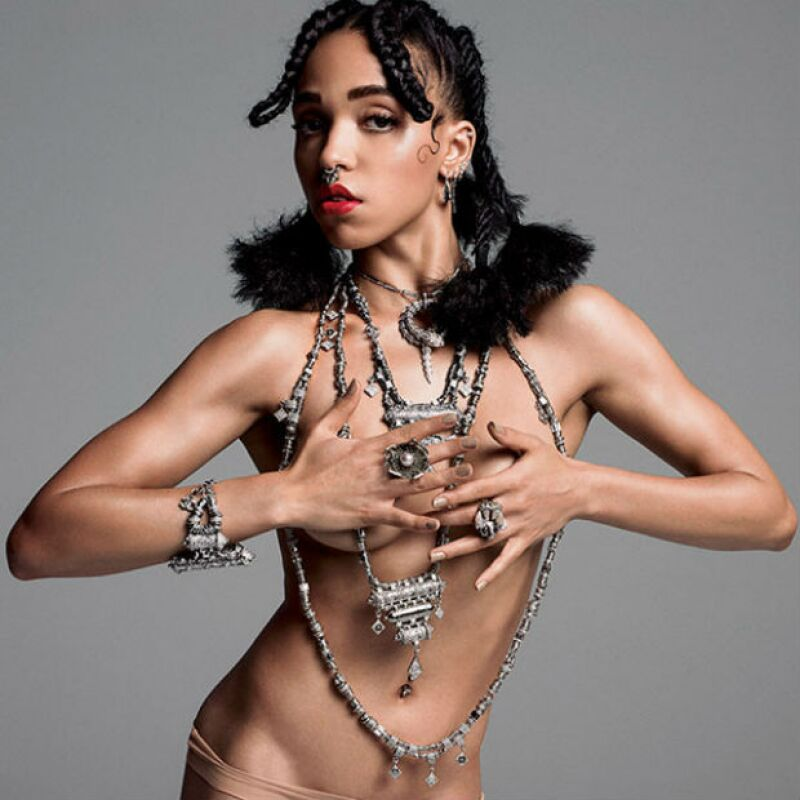 La artista de 26 años seguramente enamorará más a su novio con la publicación de sus sexys fotos para la más reciente portada de V Magazine.