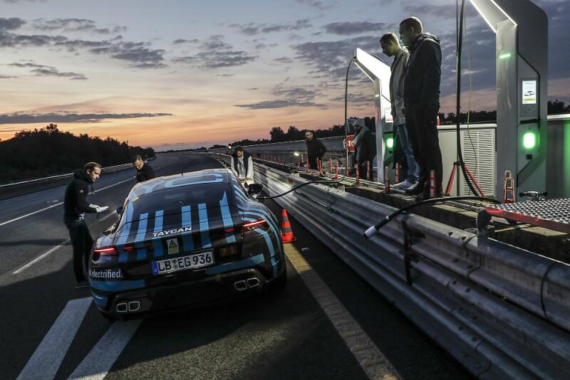 Porsche Taycan 02.jpg