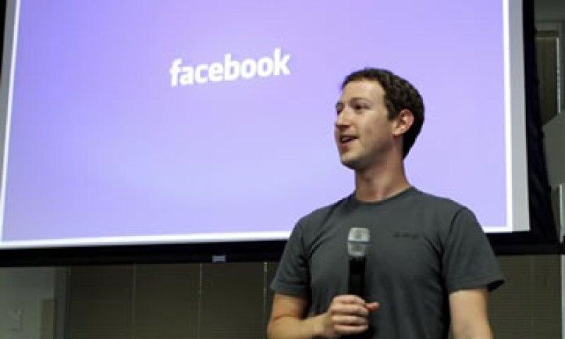 El diario señala que Facebook es una inmensa plataforma de distribución. (Foto: Reuters)