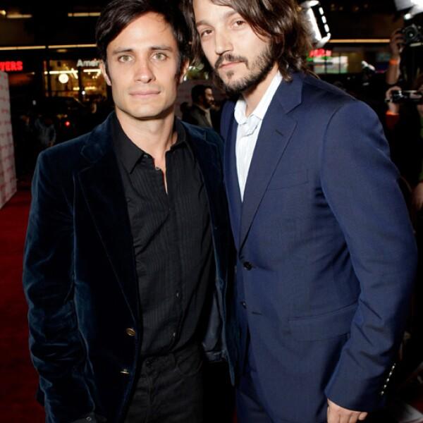 Gael García y Diego Luna coincidieron con los otros actores que desfilaron en la alfombra en sentirse honrados de haber trabajado al lado de Pedro Armendáriz Jr.