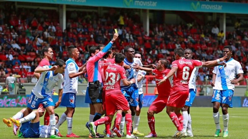 Los jugadores de Puebla y Toluca vivieron un juego de constante roce y algunos altercados en territorio mexiquense