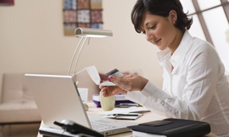 Para contar con un buena organización financiera es necesario conocer los beneficios e inconvenientes de los productos y servicios antes de contratarlos. (Foto: Thinkstock)