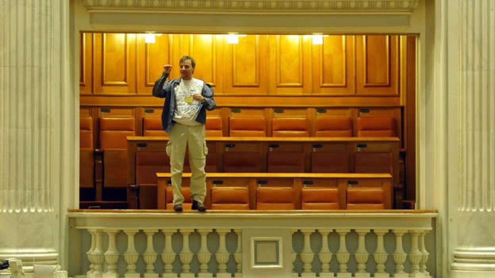 Adrian Sobaru balcon Parlamento