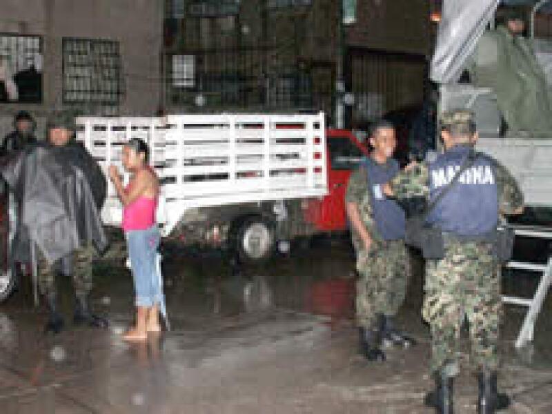 La Armada inició el desalojo de personas por las inundaciones en Acapulco. (Foto: Notimex)