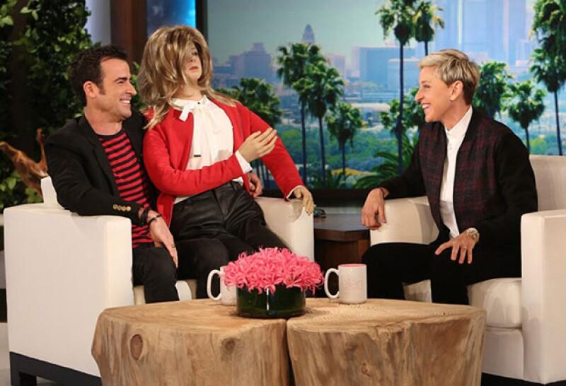 Durante su visita al programa de Ellen DeGeneres, el actor explicó por qué varios de sus invitados llegaron en jeans, además compartió su amor por las motos, a las cuales Aniston se rehusa a subir.