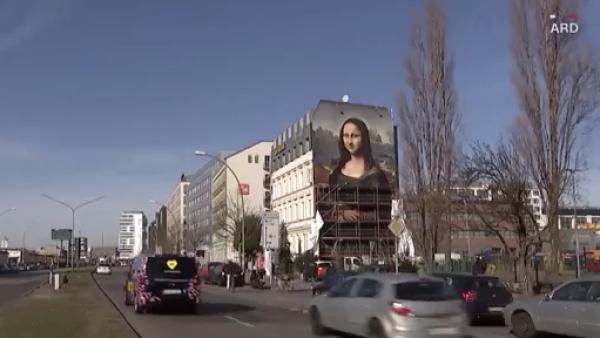 Artistas de Berlín hacen una Mona Lisa gigante sobre el costado de un hotel