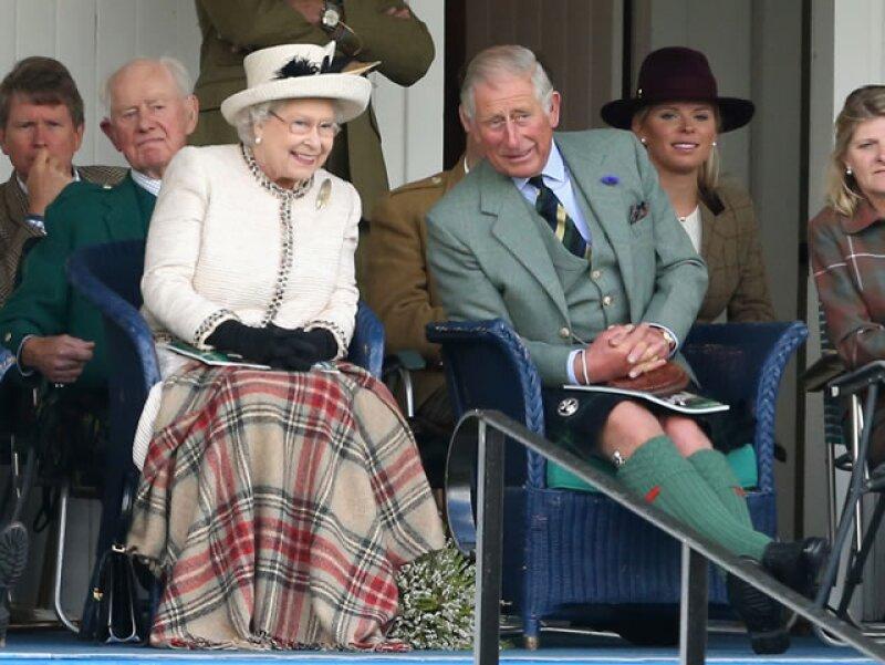 Reino Unido está regido por la reina Isabel II, quien es a su vez cabeza de la iglesia anglicana, y quien cedería la monarquía al príncipe Carlos de 65 años.