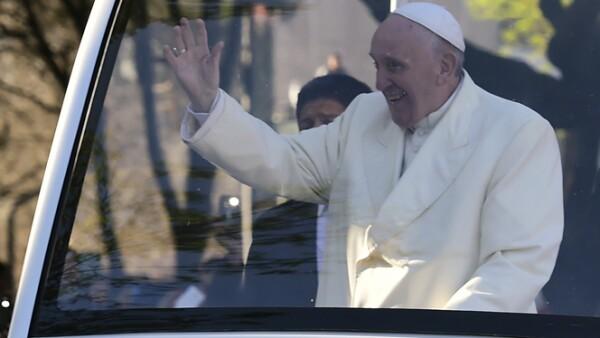 Francisco salió el sábado de la Nunciatura Apostólica para un día de reuniones y actividades.