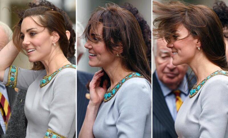 Durante su asistencia a la fundación Place2Be, Kate Middleton fue traicionada por el fuerte viento
