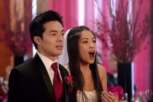Algunas reacciones se veían reales, por ejemplo en esta boda donde los invitados no se entusiasmaron por la aparición de Adam Levine y compañía.
