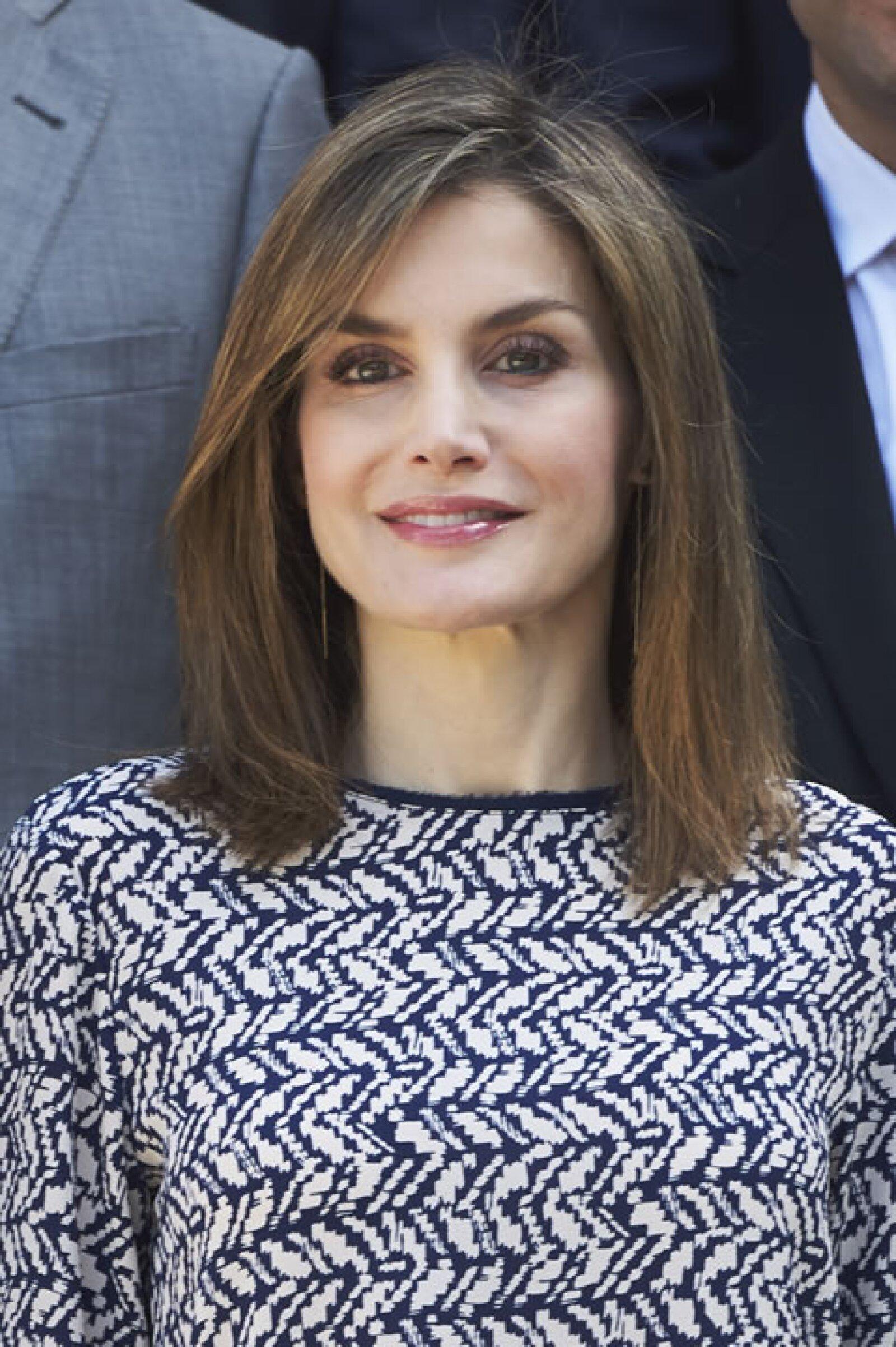 La reina Letizia de España, es reina consorte por su matrimonio con el rey Felipe VI de España.