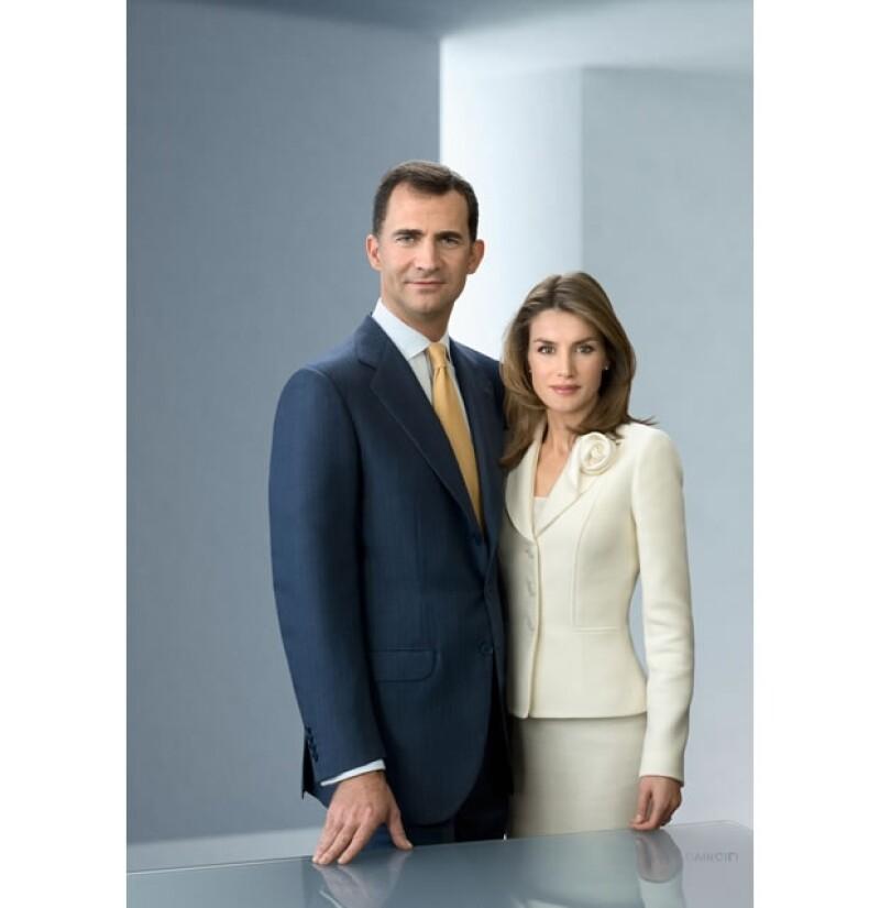 Para conmemorar su décimo aniversario, los Príncipes de Asturias publicó una imagen de carácter formal en la página de internet de la Casa Real.