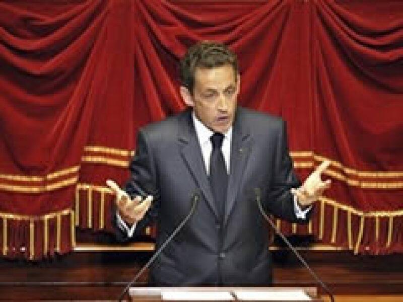 El presidente de Francia, Nicolás Sarkozy, externó su opinión acerca de las burkas en una reunión en el Castillo de Versalles. (Foto: AP)
